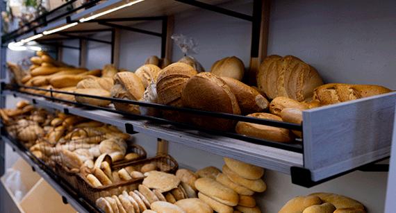 exposición de pan en nuestras tiendas